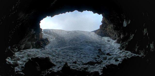 La Grotta del Gelo nel Parco dell'Etna