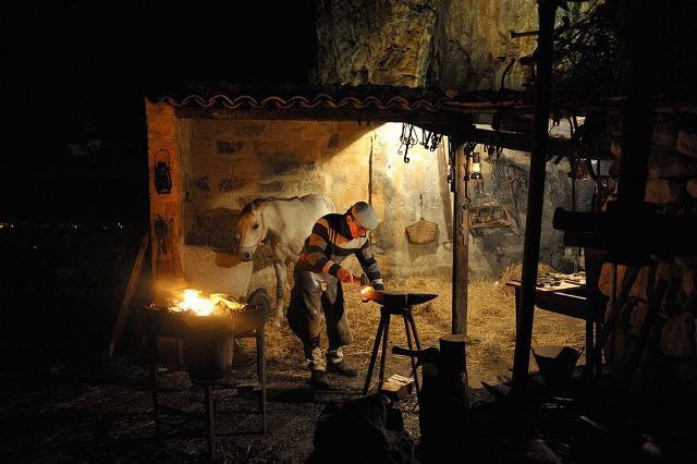 Nei giorni del Presepe vivente di Custonaci, i mestieri perduti del piccolo borgo di Scurati rivivono tutti.