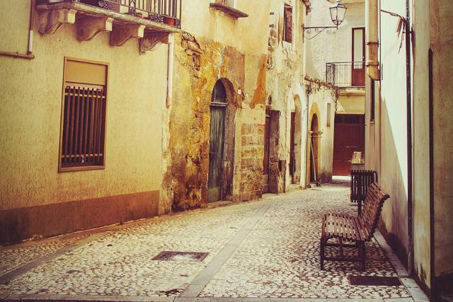Un suggestivo vicolo di Sambuca di Sicilia
