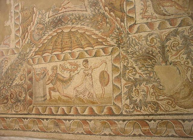 """Dettaglio del """"Mosaico dei satiri e delle menadi"""" della villa romana del Tellaro"""