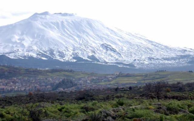 Sull'Etna c'è la neve, si aspetta l'apertura degli impianti sciistici