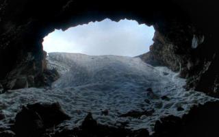 Sull'Etna, escursione ai crateri sommitali e alla grotta del gelo