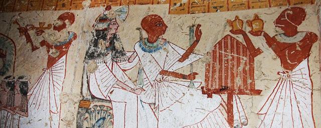 Scene dell'antico Egitto sulle pareti della tomba di un antico produttore di birra della città egiziana di Luxor, una tomba vecchia di oltre 3000 anni.