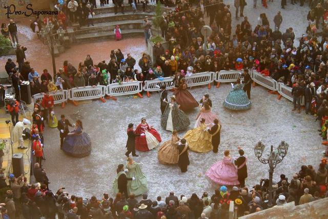Carnevale di Saponara - La danza in piazza della corte principesca