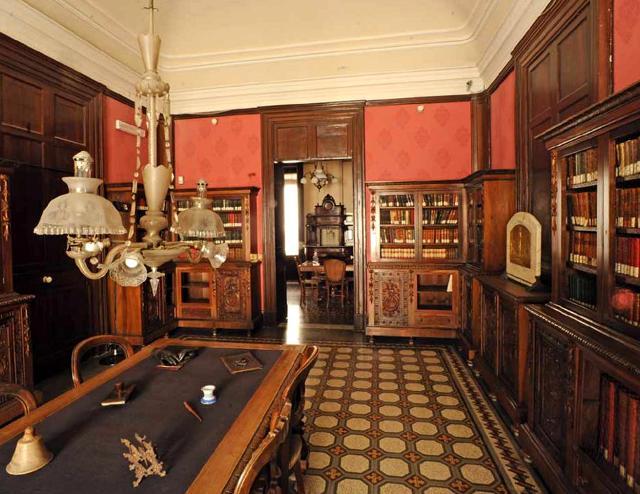 La biblioteca della Casa-Museo di Giovanni Verga a Catania
