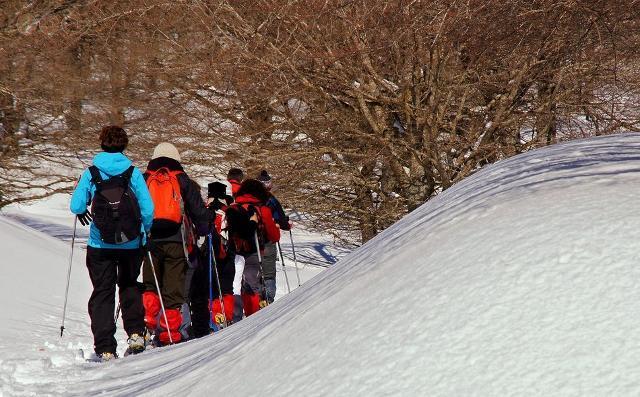 la-lava-e-la-neve-ciaspolate-sull-etna