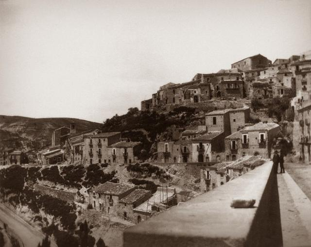 Il panorama di Vizzini (CT) in una fotografia realizzata da Giovanni Verga