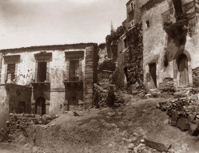 Vizzini (CT) fotografata da Giovanni Verga