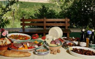 In Sicilia non si finisce mai di mangiare e bere!