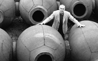 Al Relais Monaci delle Terre Nere l'incontro con Josko Gravner, maestro dei vini d'anfora