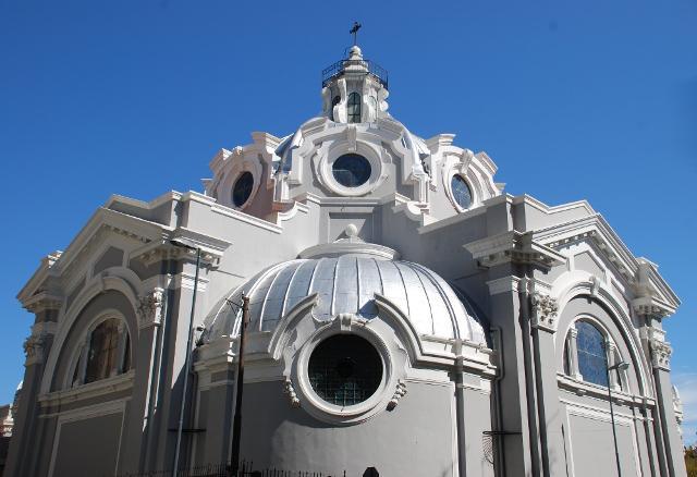 La particolare Chiesa di Santa Maria del Carmine, in stile eclettico e neo-barocco - Messina