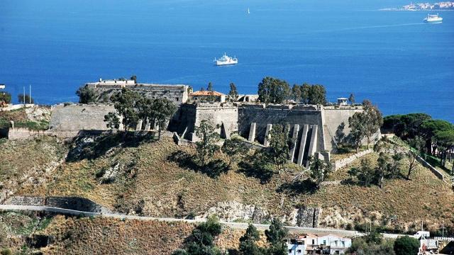 Il Forte Gonzaga sulla cima del Colle del Tirone - Messina