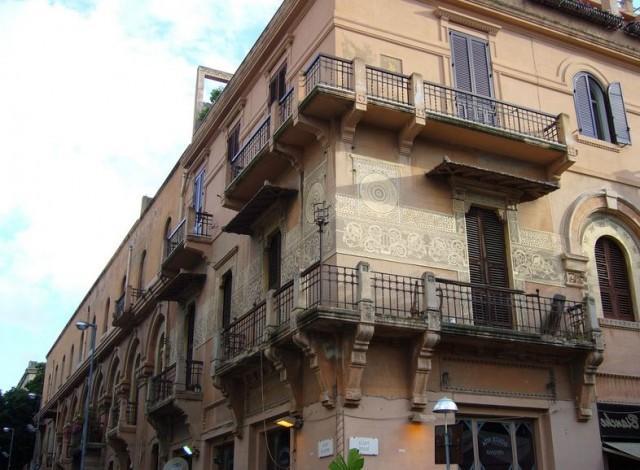 Palazzo Magaudda, esempio di edificio nello stile dell'eclettismo-liberty messinese, progettato dall'architetto genovese Gino Coppedè - Messina
