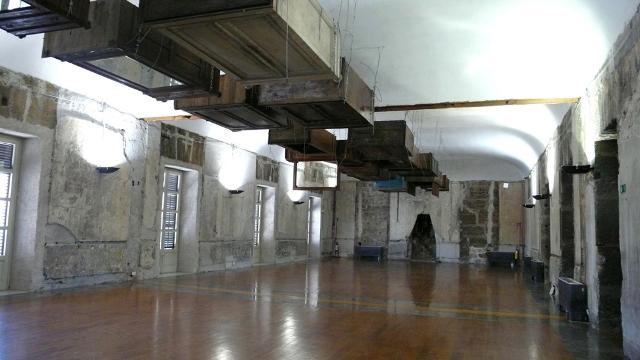 Gli armadi sospesi di Jannis Kounellis nella sala a lui dedicata - RISO, Museo d'Arte Contemporanea della Sicilia, Palermo
