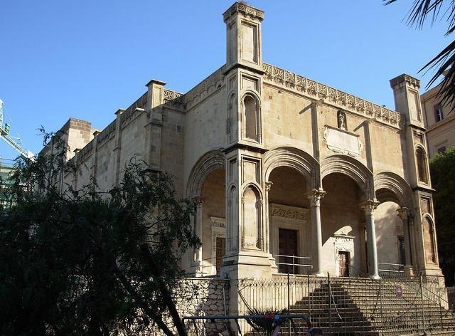 La chiesa, in stile gotico-catalano, di Santa Maria della Catena che si trova nei pressi della Cala di Palermo