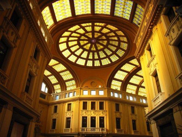 Galleria Vittorio Emanuele III, uno dei pochi esempi di architettura con uso del ferro del Sud Italia - Messina