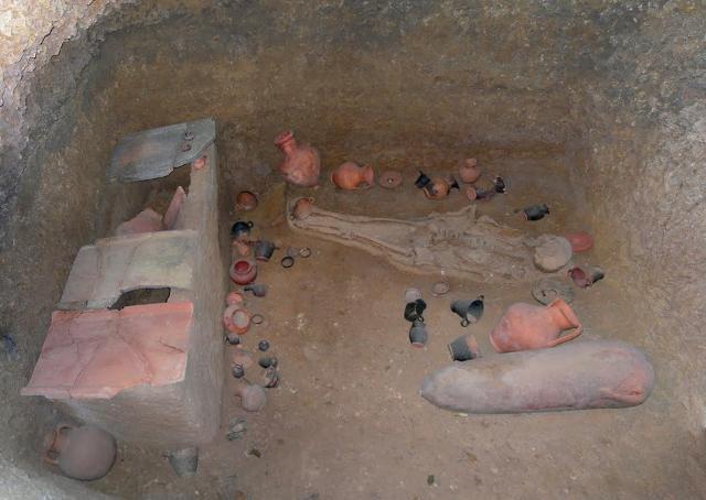 """Una """"tomba a camera"""" della Necropoli Punica di Palermo"""