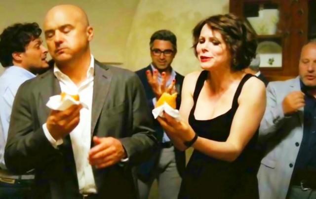 Il commissario Montalbano estasiato dal gusto di un'arancina