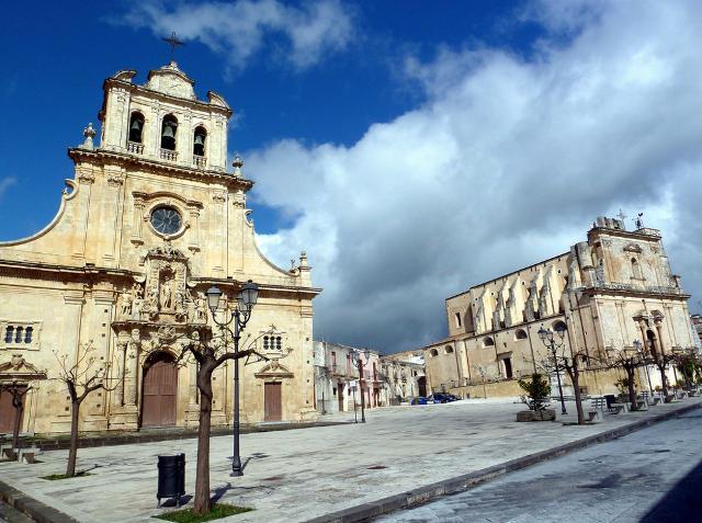 La chiesa di San Sebastiano e la chiesa Madre, dedicata a San Giacomo, di Ferla