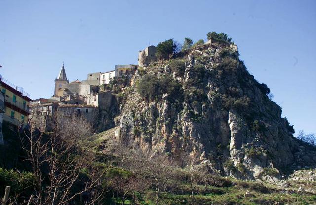 La rocca del castello saraceno di Novara di Sicilia (ME)