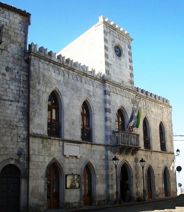 Il palazzo municipale di Petralia Soprana, ex convento dei Carmelitani