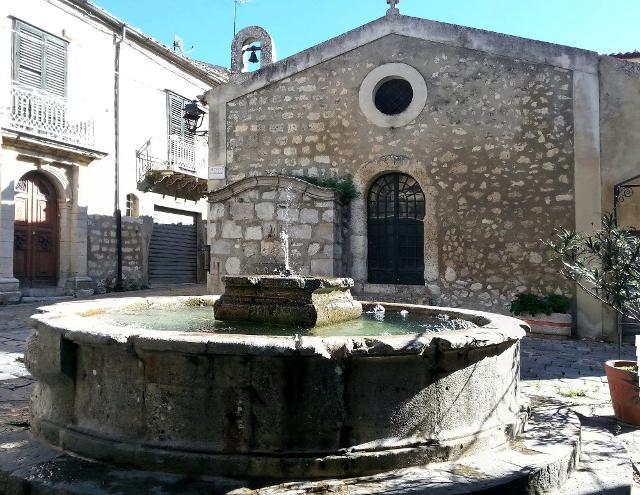 La grande Fontana di Piazza San Michele a Petralia Soprana