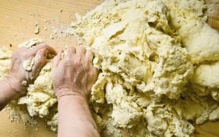 Salemi, un paese ''tappezzato'' letteralmente di pane...