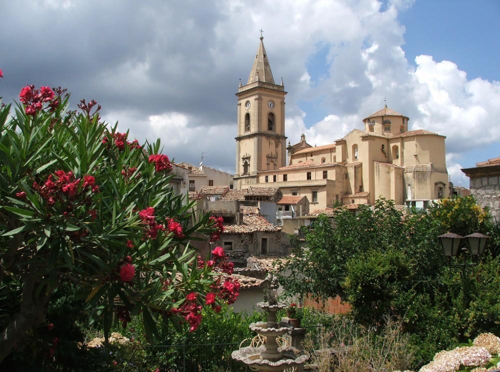 Il Duomo di Novara di Sicilia