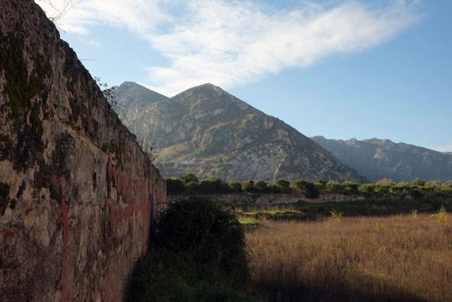 Mura perimetrali del Castello di Maredolce, Palermo -  ph Fondazione Benetton Studi Ricerche