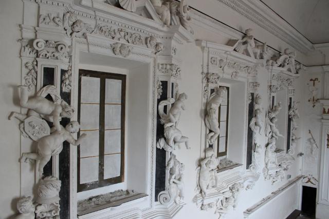 I putti del Serpotta adornano le finestre cieche dell'oratorio di San Mercurio