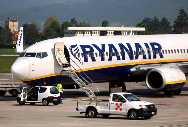 Ryanair, selezioni del personale di bordo a Palermo (5 Settembre e 31 Ottobre) e Catania (12 Settembre)
