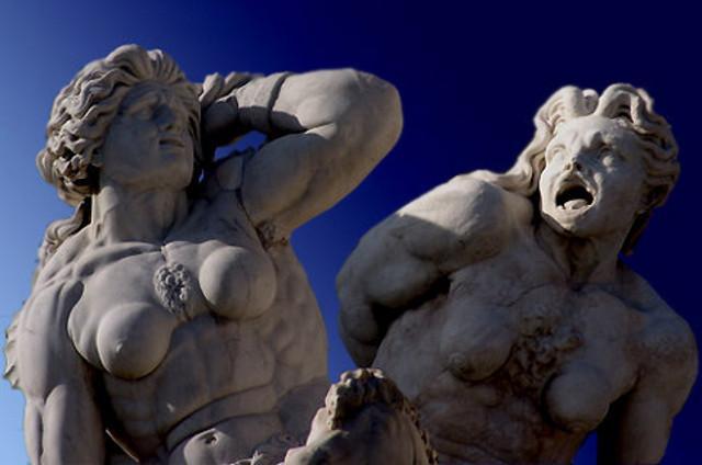 Le statute di Scilla e Cariddi nella Fontana del Nettuno, sita in piazza Unità d'Italia a Messina