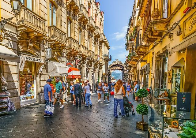 Turisti a Taormina