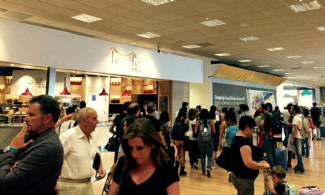 Turisti all'aeroporto Falcone-Borsellino di Palermo