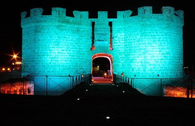 Videomapping sulla Fortezza San Pietro durante un evento