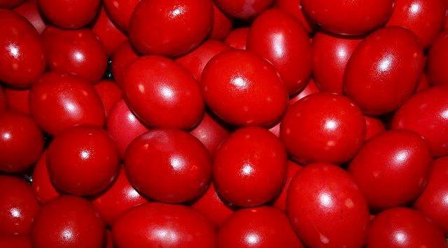 Vet të kuq - Le tipiche uova rosse della Pasqua Albanese