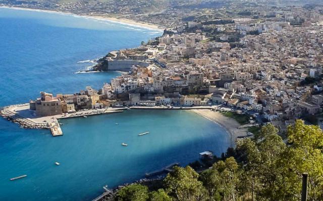 A Castellammare del Golfo, porto della vicina Segesta