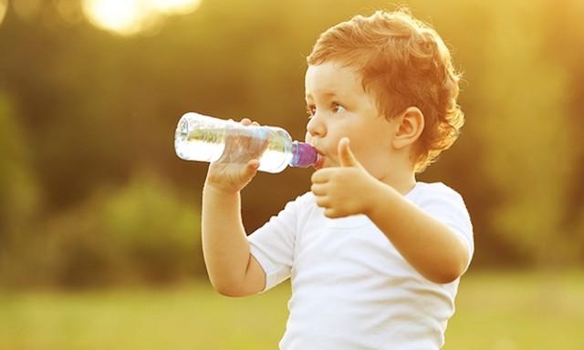 Come proteggere i bambini dal caldo in arrivo