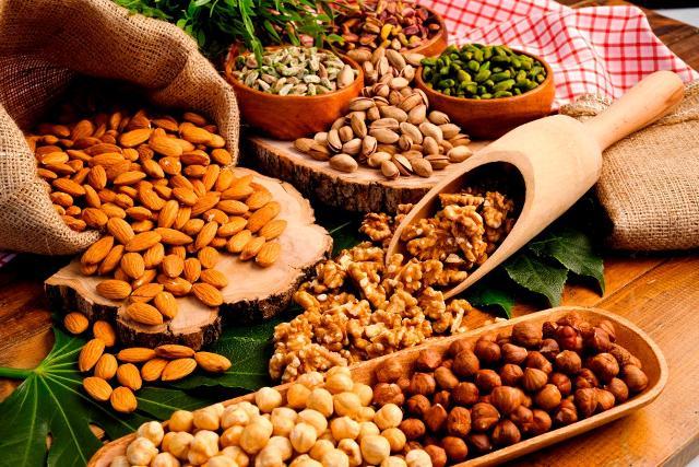 I benefici della frutta secca, della Dieta Mediterranea e lo