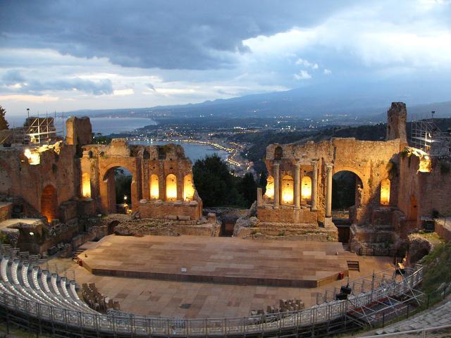Taormina traina il turismo siciliano