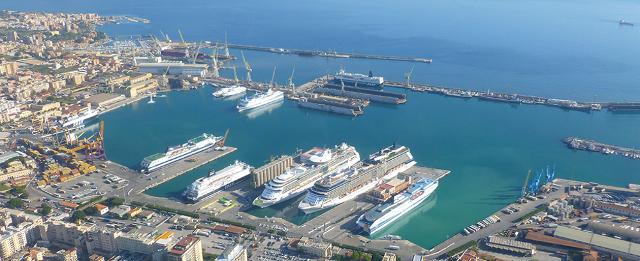 Navi da crociera attraccate al porto di Palermo