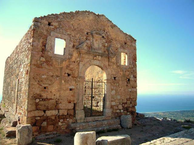 Il tempio greco di Ercole fu edificato nel IV sec. a.C. Fu trasformato dai normanni in chiesa cristiana dedicata a San Marco Evangelista, che mantenne il ruolo di Matrice fino al secolo XVI.