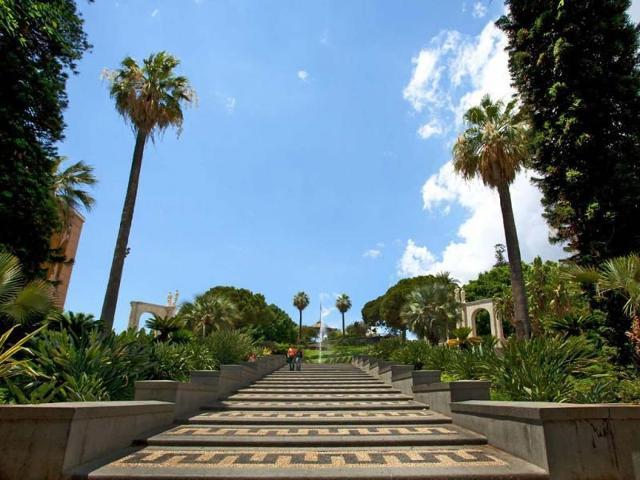 L'entrata monumentale del Giardino di Villa Bellini a Catania
