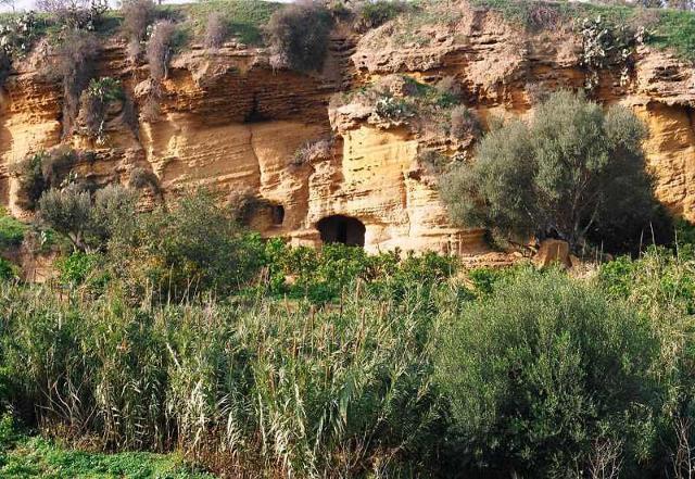 """Le grotticelle del """"Giardino della Kolymbethra"""" - Valle dei Templi (AG)"""
