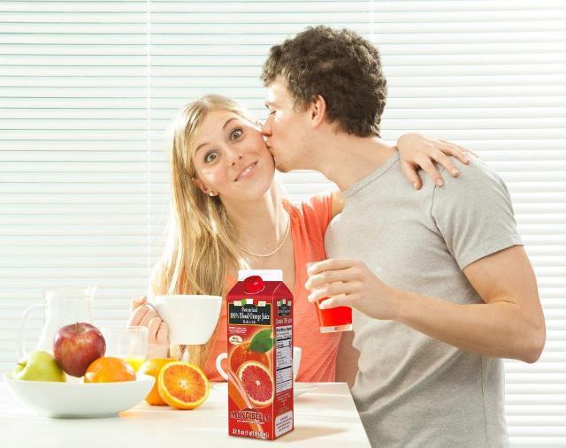 Il succo Mongibello in un'immagine pubblicitaria tipicamente USA