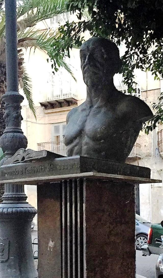 A Girgenti il busto di Luigi Pirandello nella piazza che porta il suo nome