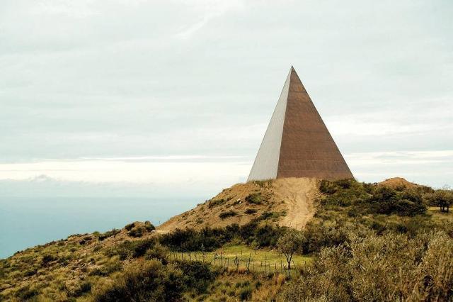 38° Parallelo - Piramide di Mauro Staccioli - Fiumara d'Arte, Motta d'Affermo (ME)