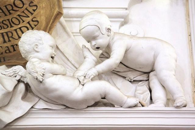 Due giocosi putti di Giacomo Serpotta nell'Oratorio del S.S. Rosario in San Domenico
