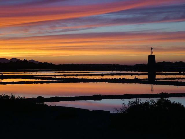 """""""Il mare colore del cielo... - Saline della laguna della Stagnone di Marsala"""" foto di Giovanni Sanguedolce"""