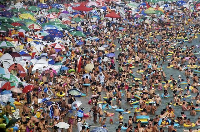 Un decalogo per una convivenza civile in spiaggia